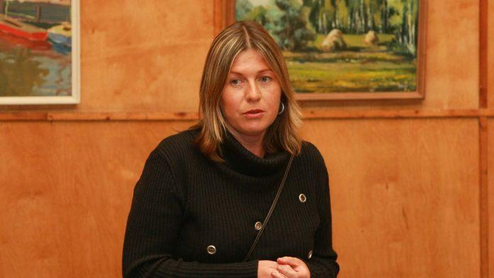 Nora Ikstena, iedzīvotāju sanāksme Ikšķiles Kultūras biedrības namā. 2008.gads
