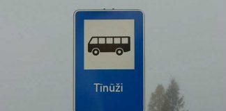 Autobusa pieturas zīme Tīnūžos.