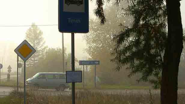Autobusa pietura Tīnūžos.