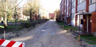 Pa šo ceļa virsmu jau var piebraukt pie mājas, ja kas smagāks mašīnā liekams.