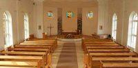 Baznīcas zāle skats uz altāra pusi.