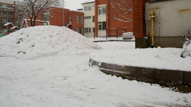 Sniegotās šķembu kaudzes