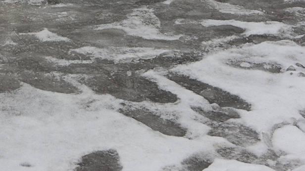 Sniegotās un ledainās ietves.
