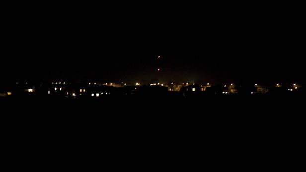 Zemes stunda Ikšķilē. Skats no Rīga-Daugavpils šosejas uz klostera ēku.