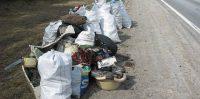 Lieltalka Ikšķiles Novadā. Savāktie atkritumi Rīga-Daugavpils šosejas malā.