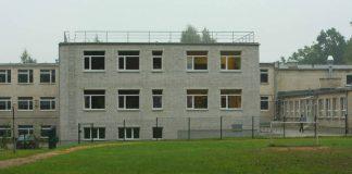 Ikšķiles vidusskolas 2008.gadā atklatais korpuss. Skats no skolas stadiona puses.