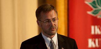 Aleksejs Loskutovs SCP valdes pārstāvis diskutē Ikšķilē.
