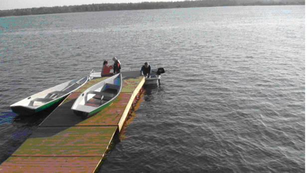 Ūdens sporta centra ABC partners piestātne Daugavā.