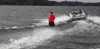 Ūdens sporta centrs ABC partners piedāvā ūdens slēpošanu.