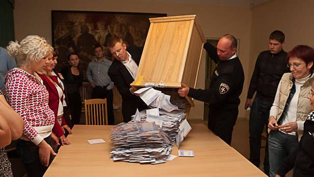 Eiropas parlamenta un Pašvaldību vēlēšanas Ikšķiles novadā, balsu skaitīšana.