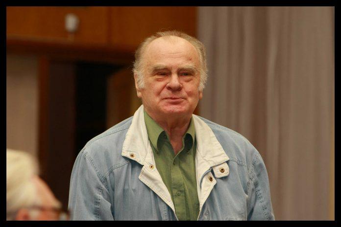 Ansis Trapiņš (1929-2008) piedalās Iedzīvotāju sanāksmē 2008.gada 9.septembrī.