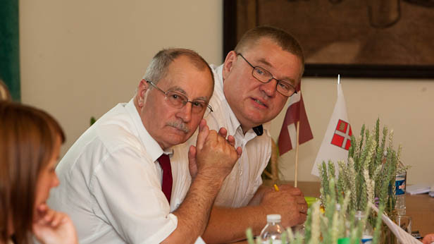 Jānis Rudzītis (Domes priekšsēdētāja vietnieks) un Indulis Trapiņš (Domes priekšsēdētājs).