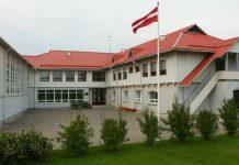 Tīnūžu skola centrālā ieeja!