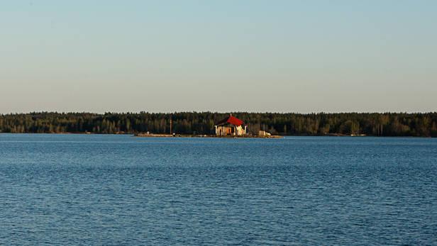 Skats no peldētavas uz Meinarda salu Daugavā pie Ikšķiles