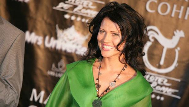 Mrs. Universe dalībniece Evija Indriksone-Nikonorova (Ikšķile, Latvija).