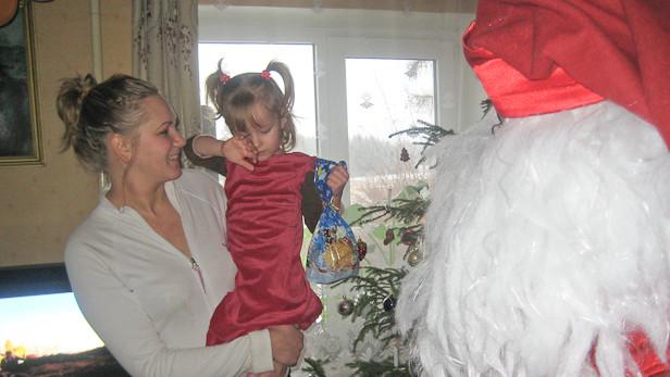 2009.gada ziemassvētku vakarā pie bērniem Ikšķiles novada mazajos ciematiņos - Ceplīšos, Dobelniekos (Celtniekā) un Tīnūžos bija ieradušies rūķīši un mežavecis.