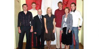 2007.gads Egīls Ezis (no kreisās), Jānis Umulis, domes priekšsēdētājs Jānis Rudzītis, Inese Auziņa, Raivis Kābelis, sporta metodiķe Sanita Tauriņa un Klāvs Romanovskis