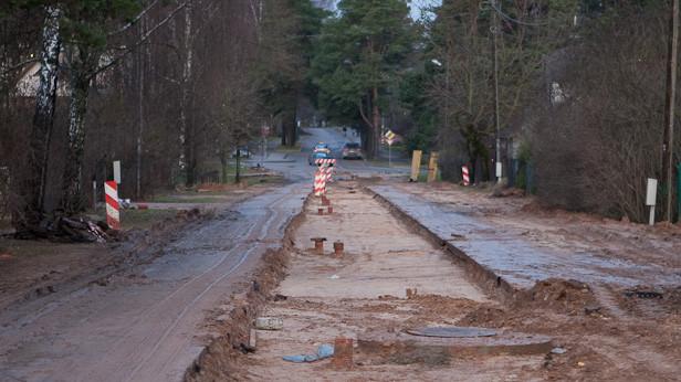 Ūdens un kanalizācijas sistēmu izbūve Birzes ielā, Ūdenssaimniecības attīstības projekta 1.kārtas ietvaros.