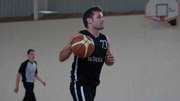 Basketbola komandas Ikšķile spēlētajs.