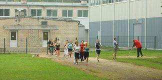 Sporta stunda Ikšķiles vidusskolā.\r\nKross pa birstaliņas takām.