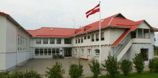 Tīnūžu pamatskola centrālā ieeja!