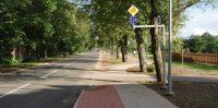 """Gājēju ceļam brīva kreisā mala līdz pat Ozolu ielai aiz """"Meidropa"""""""