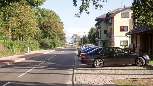 Vienkāršas autostāvvietas vienkāršiem cilvēkiem.