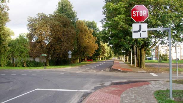 STOP! Līvciema iela šeit pārtop Rīgas ielā. Tas jāatzīmē.
