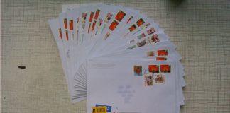 Vēstules no vēstniecības ar balsošanas anketām.