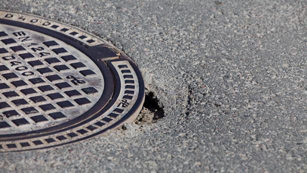 Sabrūk asfalts Lupīnu ielā.