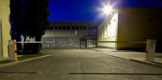 Divas automatiskās barjeras, pie Ikšķiles vidusskolas.