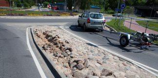 Bojātais akmeņu segums, skolas ielās aplī.