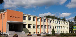 Ikšķiles vidusskola 2010.gada 31.augusts pēc siltināšanas darbiem.