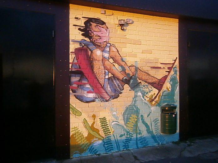 Grafiti uz Ikšķiles laivu nomas ēkas
