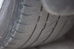 Riepu nodilums ir kritisks un apdraud satiksmes drošību.