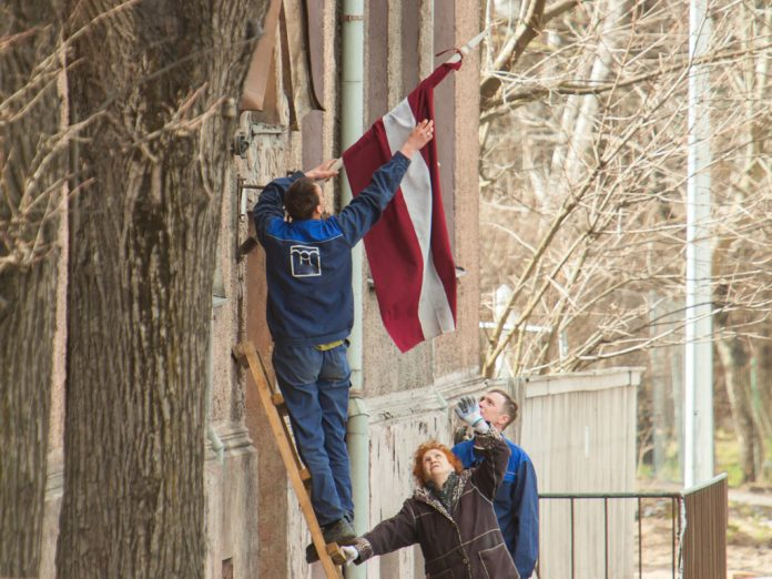 Kad jāizkar Latvijas valsts karogs?