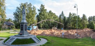 Šodien uzsākti Ikšķiles Svētā Meinarda Romas katoļu draudzes dievnama pamatu betonēšanas darbi.