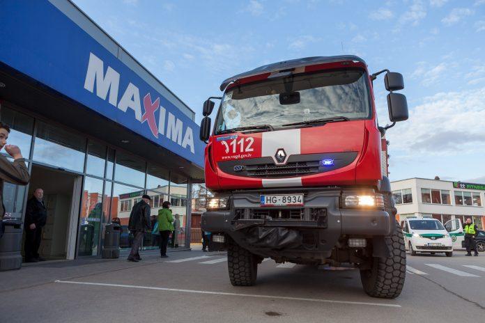 Šodien aptuveni 16:45 Ikšķiles Maxima nostrādā trauksmes signalizācija. Cilvēki un darbinieki tiek evakuēti no veikala. 17:10 veikals Maxima atsāk darbu.