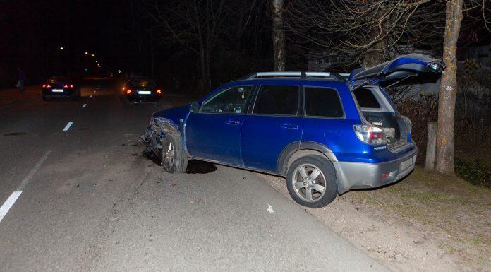 Bīstama avārija Birzes ielā - avārijas izraisītājs atstājis notikuma vietu.
