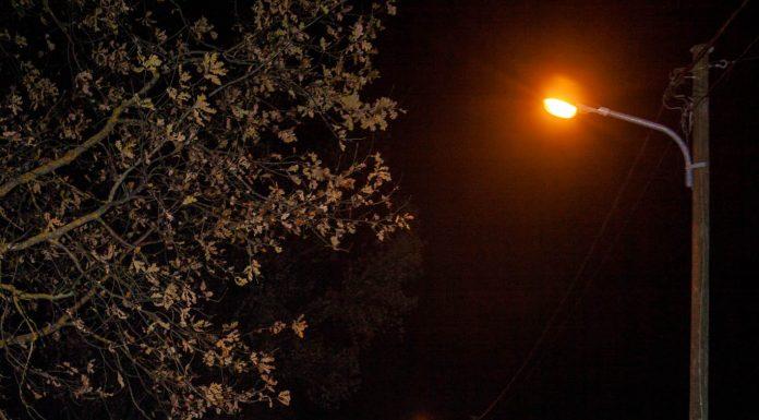 Bīstama avārija Birzes ielā - aizbēgušo auto policija atrod Ceriņu ielā. Foto: ikskile.tv