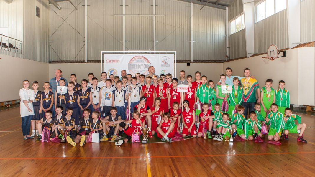 Friendly cup 2014, Ikšķile, noslēgums visu komandu bilde.