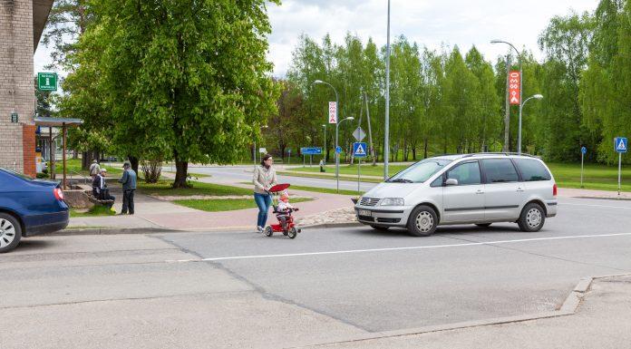 Skolas un Birzes ielas krustojums, šeit ir ļoti intensīva gājēju kustība, bet ir arī cilvēki kuriem vajag Sudoku