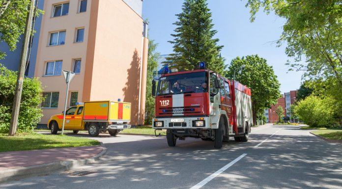 Latvijas Gāze un Valsts ugunsdzēsības un glābšanas dienests veic apmācības imitējot avārijas situāciju Stacijas ielā, Ikšķilē. Foto: Ikskile.tv