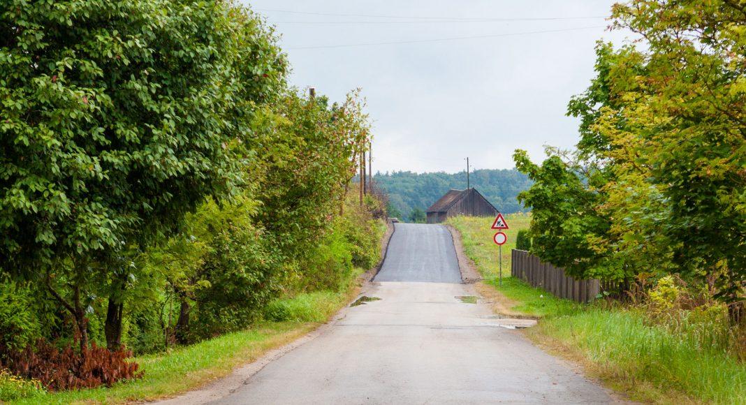 Ezera iela, Ikšķilē, skats no Vilkābēļu ielas un Ezera ielas krustojuma Zilo kalnu virzienā Foto: IkskileTV