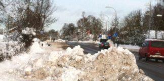Skolas iela virzienā no Dainu ielas uz dzelzceļa pārbruktuves pusi